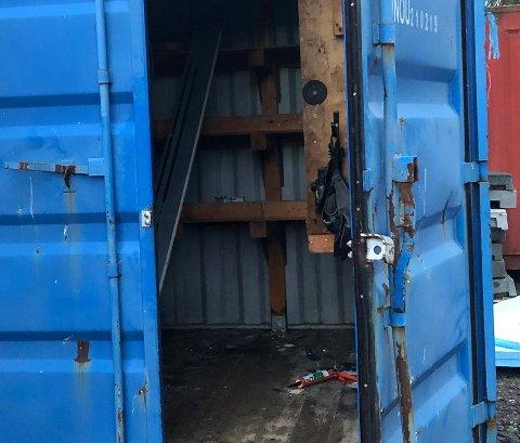 BRUTT OPP: Tirsdag morgen var den ene verktøycontaineren til Aune og Hovland AS brutt opp og tømt.