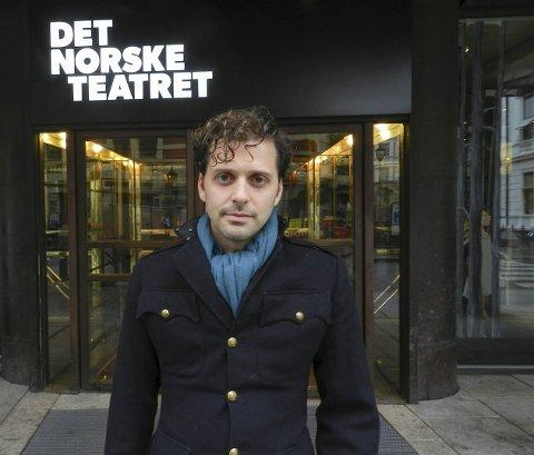 FORFATTER OG DRAMATIKER: Demian Vitanza foran Det Norske Teatret som spiller hans dramatisering av «Songfuglen». Begge foto: Steinar Omar Østli