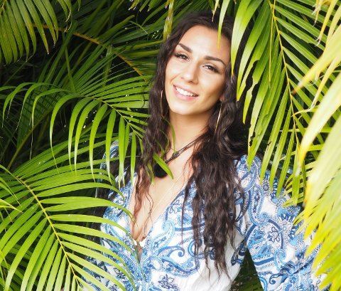 KOMMER: Karoline Antonsen fra Paradise Hotel kommer til Halden ishall 2. juni.