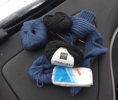 GJENGLEMT: Her er strikketøyet som en dame i Hamar la igjen på bussen fra Røros.