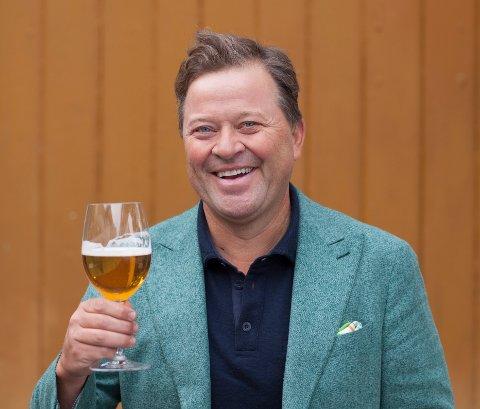 GLAD I ØL: Arne Hjeltnes brenner for lokale bryggerier.
