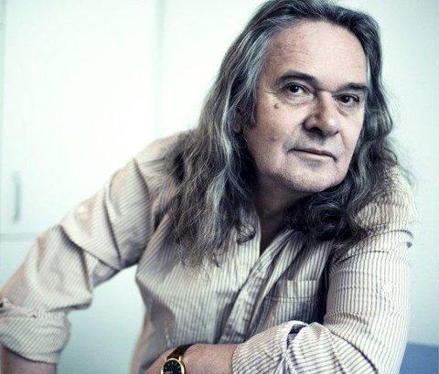 Med elling: Forfatter Ingvar Ambjørnsen lar publikum bli kjent med romanfiguren Elling og hvordan hans liv er i dag.pressebilde
