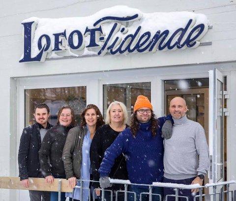 De fast ansatte i Lofot-Tidende fra venstre: Kent Roar Nybø, Karin Pettersson Skarby, Karianne Steen, Lill-Reidun Friksen, Bjarne Benjaminsen og Sven-Erik Kristiansen.