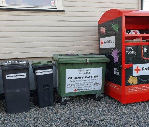 TØMT: I den grønne plastboksen i midten donerer mossinger sine panteflasker til den frivillige organisasjonen. Men i helgen skal noen ha stjålet innholdet.