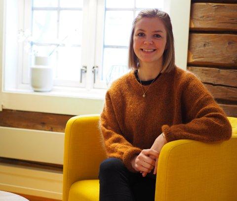 SAMTALEPARTNER: Maren Kjelstad tar i mot barn og voksne i alle alder i ROS-senteret i Kjøpmannsgata.