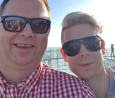 PÅ CRUISE: Svein Birger Syversen og mannen Tommy var på cruise i middelhavet. Etter en uke til sjøs, uten å få komme i havn i et eneste land, slapp Frankrike dem inn. De ble de siste som fikk komme i land.