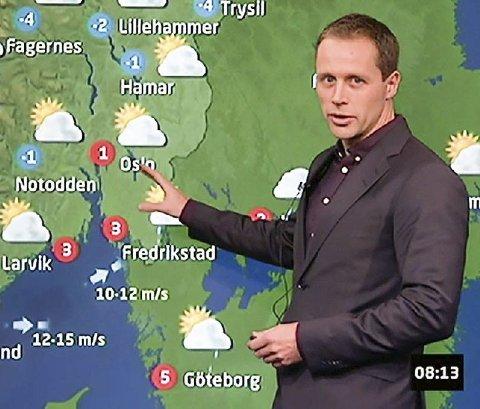 TV-meteorolog: Rafael Escobar Løvdahl bringer værmeldingen inn i de norske hjem i NRKs morgensendinger, men om ikke lenge dukker han også opp på Dagsrevyen. Mete-orologen fra Gjeving blir gjenkjent på gaten rett som det er, men ser ikke på det som noe problem. Hva folk spør ham om? Været, salvsagt.Foto: NRK