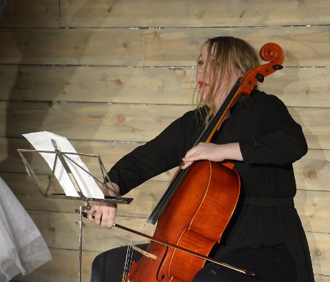 Cellist Ragnhild Tronsmo Haugland i fri utfoldelse!