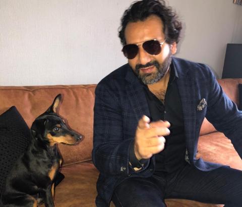 FØLGER OPP SUKSESSEN: Kadafi Zaman og hunden Rambo er klare for en ny sesong av «Norge bak fasaden».