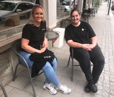 Tenkte nytt: Celina Torgersen (25) startet kafe og Tanja Petersen (25) åpnet slakterbutikk i Mjøndalen midt under korona. Fredag fikk de skryt av ordfører Monica Myrvold Berg.