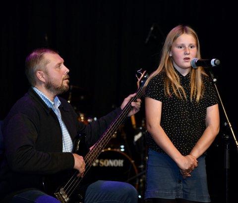 ATTENDE TIL 1970-TALET: 10 år gamle Sigrid Strind fekk tonefølgje av far Robert Strind da ho debuterte på Haustkveld under Lomseggen  med joiken om Ante.