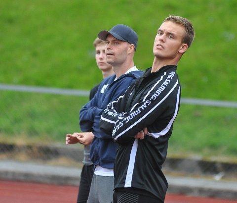 PÅ GANG: Alexander Skorpen (th), her sammen med trener Teemu Pasanen, var ikke helt fornøyd med kastingen under lag-EM i friidrett.