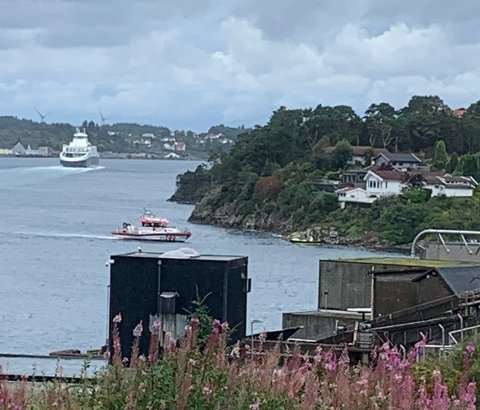 HULL I BÅTEN: En av deltakerbåtene i årets «Poker Run» Haugesund skal ha kjørt på grunn like ved Vormedal.