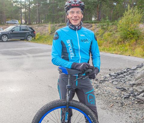 Alf Åge Bjørklund velger å komme seg til jobb på noe mer utradisjonelt vis. Foto: Tom Erik Nilsen/Kronstadposten