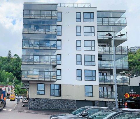 ORKER SNART IKKE MER: – Etter flere måneder med irritasjon over uholdbar støy fra ungdommer som ruser motorer utenfor der vi bor, har vi vurdert å flytte fra vår leilighet i Weidemannsgate, sier Morten Gjølberg.