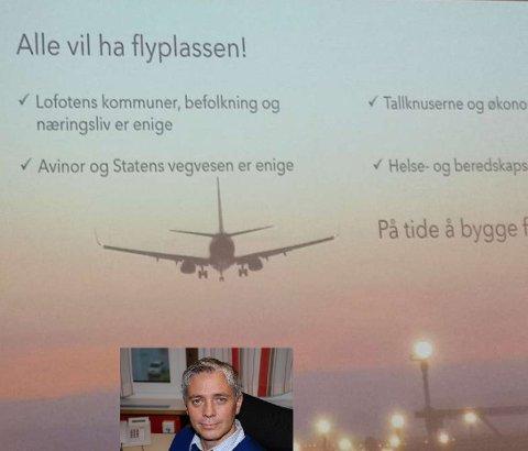 Hans Eirik Bush (innfelt) med Vest-Lofoten næringsforenings presentasjon av storflyplass på Leknes i bakgrunnen.