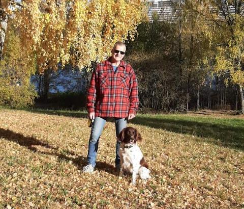 Terje opplevde at hunden Finn ble svært dårlig etter en tur i Svartdalsskogen. Han mistenker at det var snakk om forgiftning.
