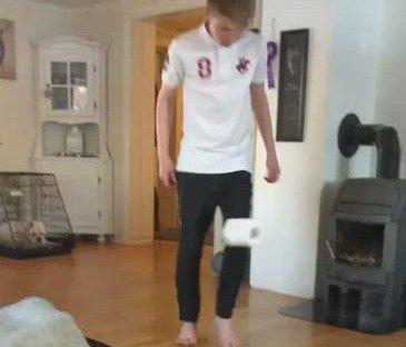 Dorullkontroll: Christoffer Glessaen har bra kontroll på triksingen. Er det noen i Ringsaker som klarer å levere flere?  Se videoen av han lenger ned i saken.