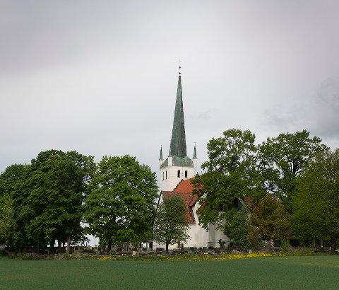 OMVISNING: På hverdagene i juli blir det mulig å få omvisning i Norderhov kirke.