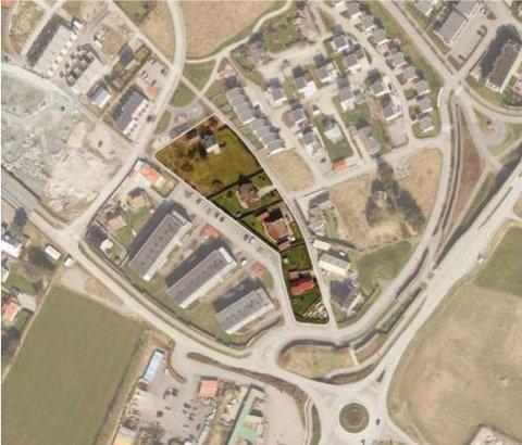 Det er feltet i lyst det skal bygges på. De to midterste eiendommene vil ikke være med i denne omgang.