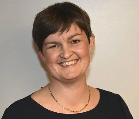OPPLEVER DET SOM VANSKELIG: Ordfører i Sør-Aurdal, Marit Hougsrud, forteller at hun opplever temet om inhabilitet som vanskelig, og at de folkevalgte på grunn av korona ikke har fått tilstrekkelig opplæring.