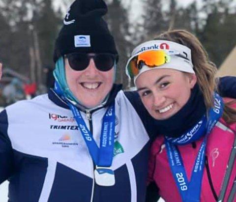 PALLPLASS: Miriam Ormøy Ibsen (t.v.) klarte tidsmålet og tok tredjeplassen. Her sammen med ledsageren.