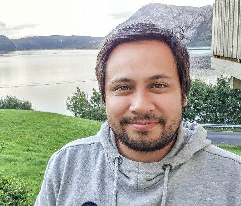 KREATIV: John Gerick Bårøy frå Lifjorden i Hyllestad er ein kreativ mann og har laga digital julekalender i år.