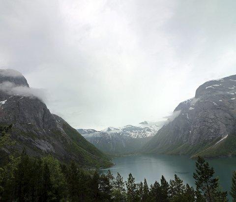 SORT HULL: Sør-Skjomen er et av stedene hvor det fortsatt er lite eller ingen mobildekning