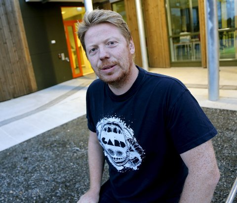 BEDEHUSET: Per Steinar Lie spiller i instrumentalbandet Action & Tension & Space, og lanserer nytt album.