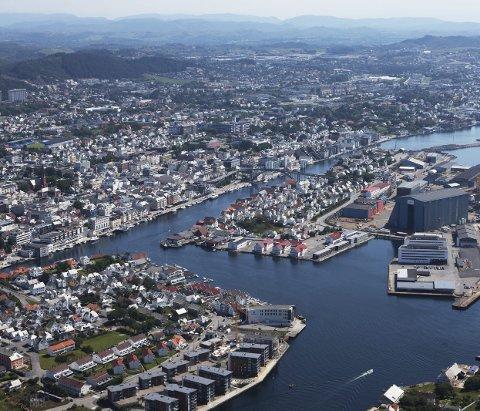 Ung by: Haugesund er en ung by med stort potensiale, skriver leserbrevskribenten. Flyfoto: Aerofoto