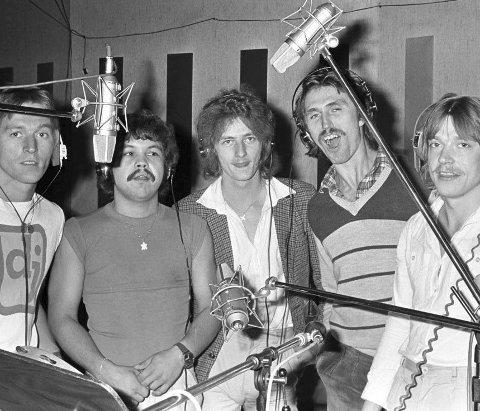 UNIT FIVE: I studio. Fra venstre: Tore Hansen, Kjell Arnesen, Rune Akselsen, Totto Knudsen og Finn Remen.