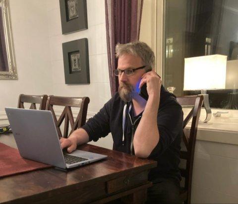 Johan Eriksen anslår at han har slitt med telefonen i en til to måneder.