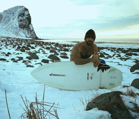 VINTERLIG: Carlos Rodríguez Hernández skal starte surfeskole i Vadsø og gleder seg stort til å komme til Varanger.