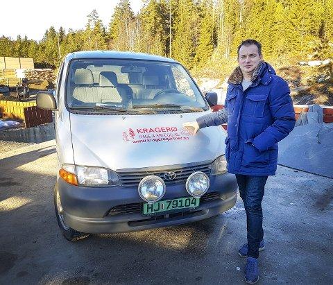 – BRØT TAUSHETSPLIKT: Anleggsgartner Trond Farsjø mener banksjef Jon             Guste-Pedersen i Kragerø Sparebank brøt taushetsplikten. FOTO: DAG TINHOLT
