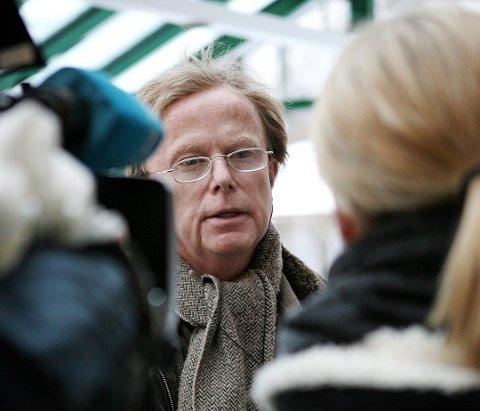 Nok en gang har milliardær Petter Olsen tirret på seg naboene i Hvitsten.