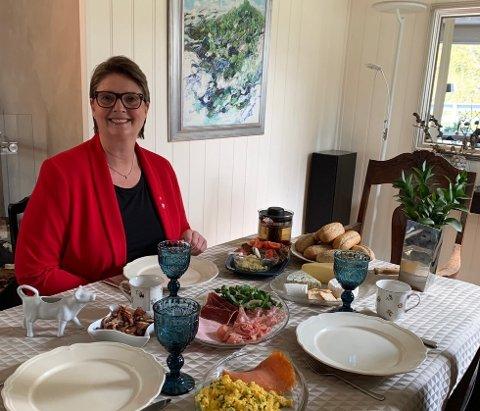 LUNSJ: Ordfører Hanne Opdan markerer 1. mai blant annet med lunsj med familien.