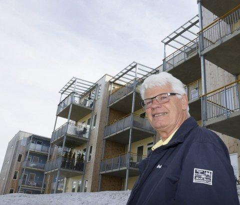 MINDRE KJØRING: Når godt voksne Nannestad-sokningene flytter til leiligheter med livsløpsstandard, blir det mindre kjøring i hjemmesykepleien. Det liker hovedutvalgsleder Jan Haugerud godt.