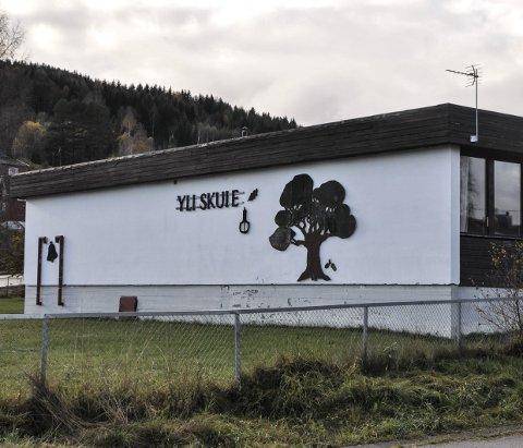 PRISANTYDNING: Yli skule lå lenge ute med en prisantydning på 3,5 millioner kroner. Skolen ble bygd i 1965 og ombygd/fikk et tilbygg i 1996.