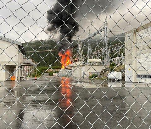 Det brant kraftig i trafostasjonen onsdag kveld.