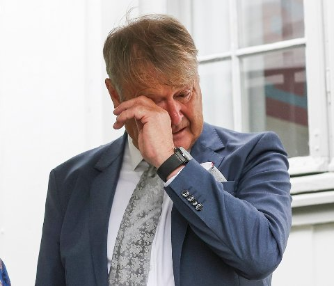 Åge Hareide mottar ridder av Dannebrog. Danmarks ambassadør i Norge, Jarl Frijs-Madsen holder mottakelse for Åge Hareide i Danmarks Residens.  Åge Hareide var trener for det danske landslaget i fotball fra 2016-2020 . Det ønsker danskene å takke ham for.