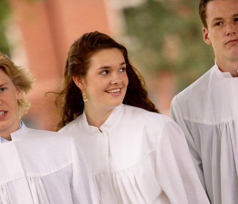 KONFIRMASJONSTID: Nå er det mange som skal konfirmere seg i kirken. (Illustrasjonsfoto)