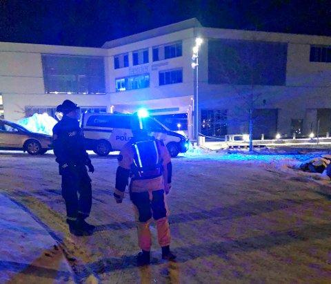 AKSJONERTE: Nødetatene var raskt på stedet da en mann i 60-årene fra Sandefjord falt i det iskalde vannet i Tønsberg.