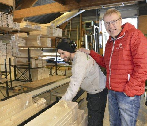 Produktiv kar: Eirik Fossholm er en produktiv medarbeider ifølge fabrikksjef Magne Omsrud. Han er en av de seks på Hedda Hytter som i løpet av de siste to åra har hatt pappaperm.