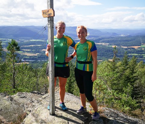 Eiker topp-10: Fotobevis for Anita Hilleren (t.h.) og Anne Marthe Peveri på Steinkleivtoppen.