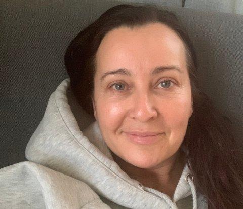 I ISOLAT: Hilde Kristin Aase er opphaveleg frå Naustdal, men har budd dei siste 14 åra i Haugesund. Der sit ho no i isolat heime hos seg sjølv etter å ha fått påvist viruset Covid-19.