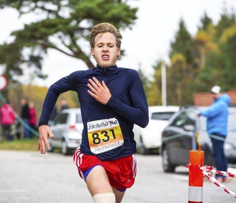 Klinte til: August Flø (20) klinte til i Fredrikstadmarka rundt, tross for skade i kne. Det holdt til en annenplass med tiden 1.10.53, men neste år håper han at han kan løpe enda fortere. alle foto: johnny leo johansen
