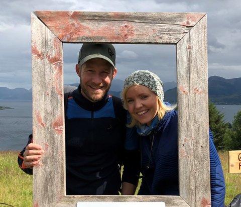 BEDRE RAMMER: Lars Flatla og Elisabeth Stø Flatla har kjøpt nabogården.