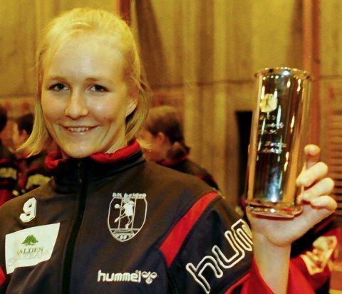 DRØMMELAG: Kjersti Jonsson (født Hansen) var storscorer for HK Halden i en årrekke. Her med et scoringstrofe fra HA.