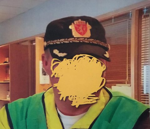 FACEBOOKBILDET: Det er dette bildet 40-åringen nå må møte i retten for. Han har selv sensurert bildet av ønske om anonymitet og at han vil etterkomme politiets pålegg om å ikke dele originalen.
