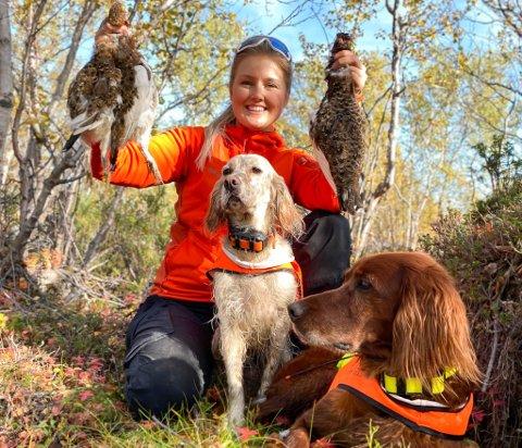 STORTRIVES PÅ RYPEJAKT: Pia Isabel Larsen fra Kirkenes klarer nesten ikke å sove før jakten starter 10. september. I år skjøt hun årets første fugler rett etter klokken 06.00.